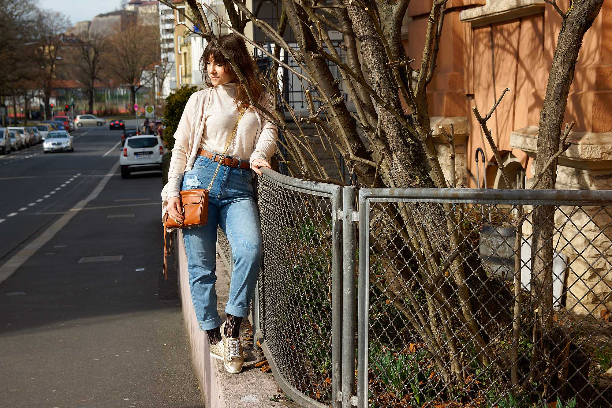 How-to-wear-a-Mom-Jeans-Outfit-Ideen