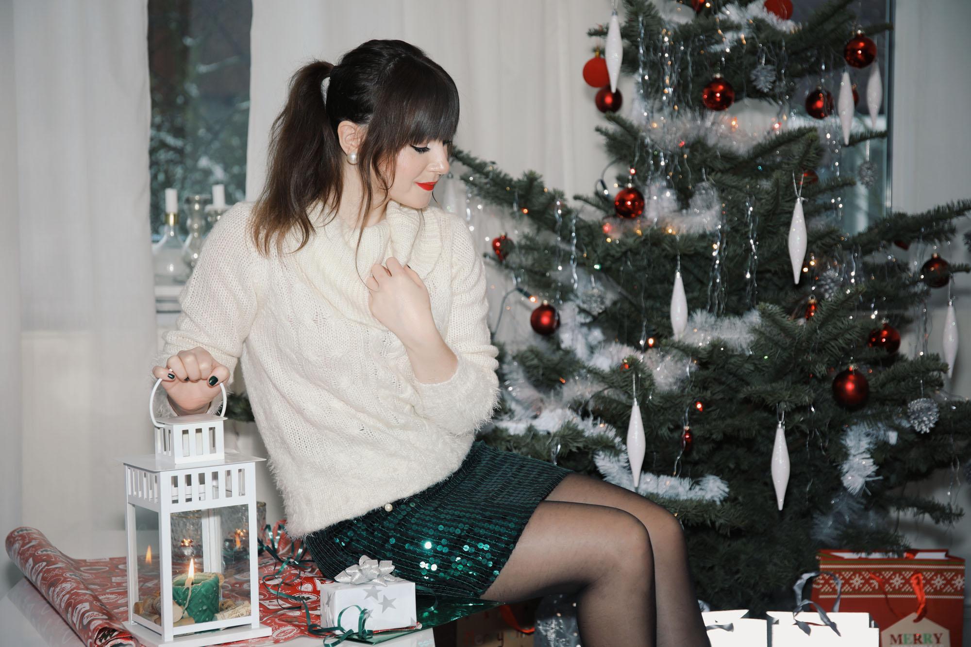 festliches Weihnachtsoutfit mit Pailletten