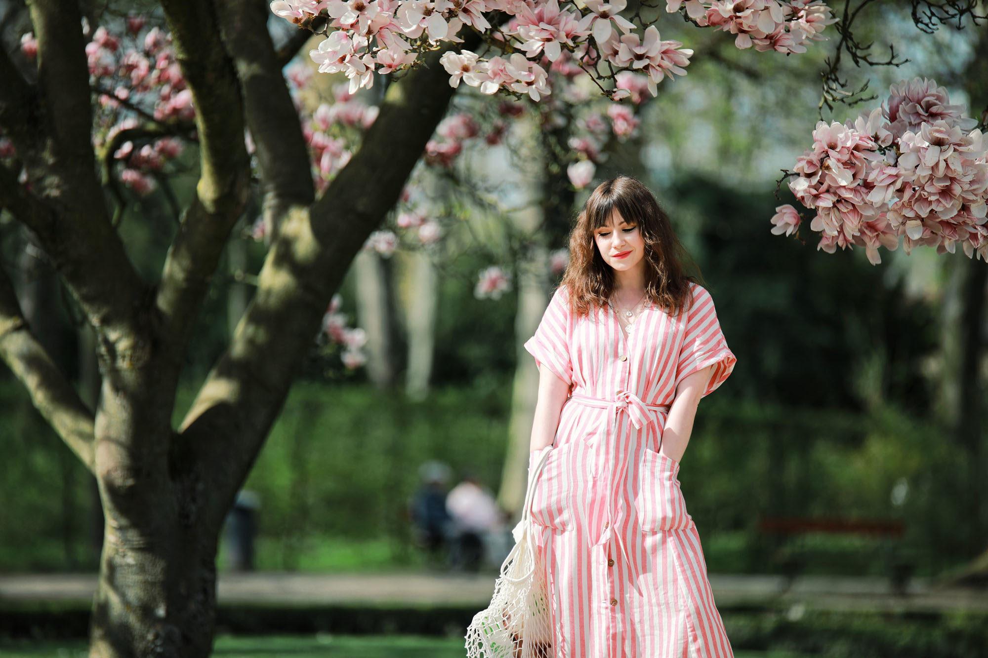 Outfit Inspiration: gestreiftes Sommerkleid aus Leinen