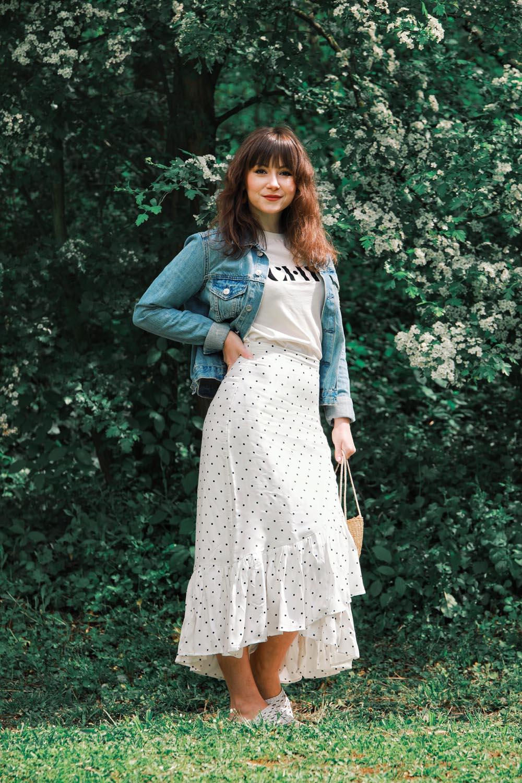 Outfit-Inspiration-HM-Volantrock-plus-Logo-TShirt-6