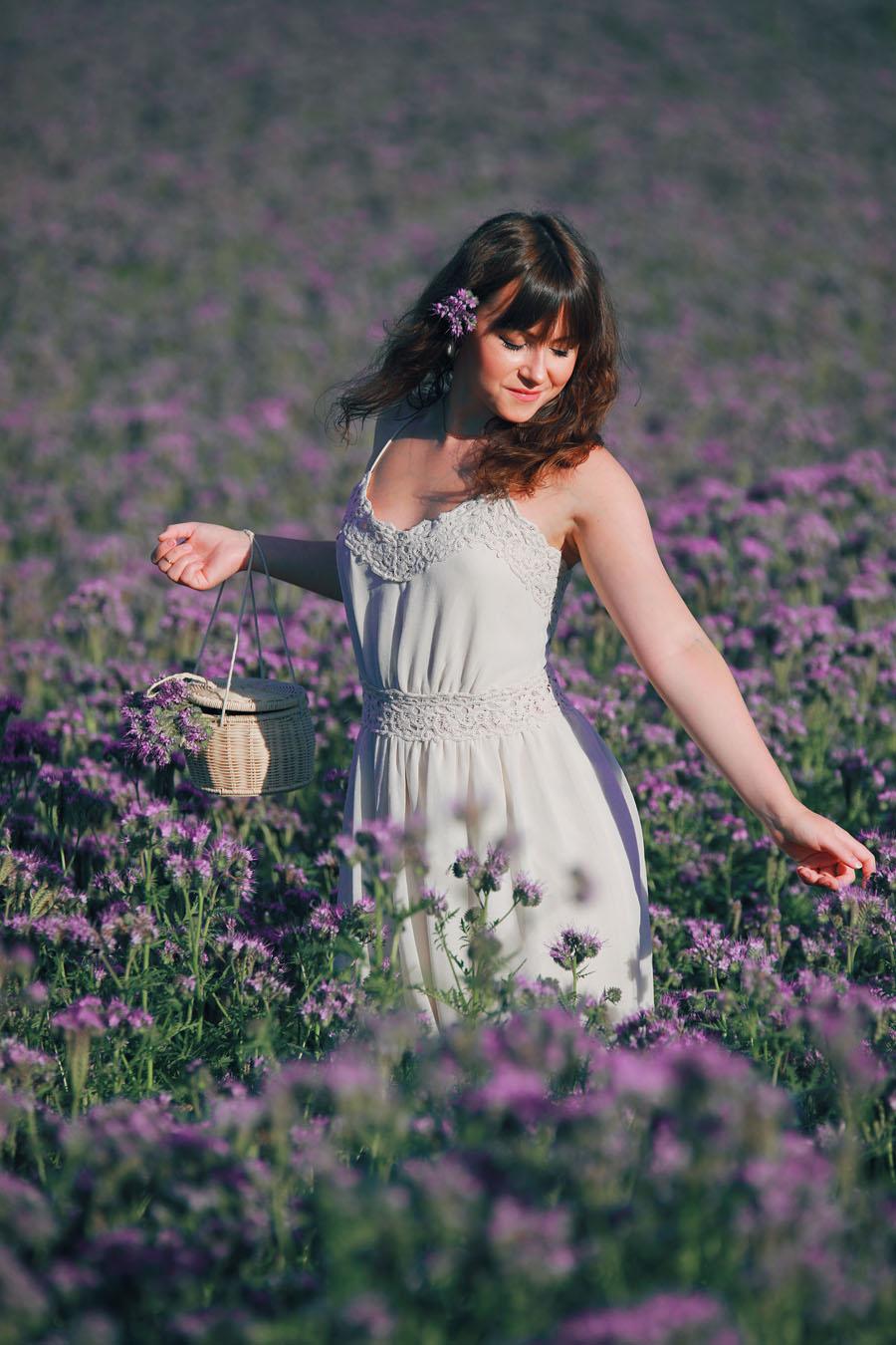 Romantischer Sommerlook mitten im Blumenmeer